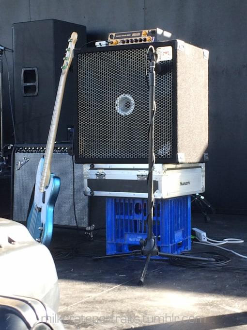 Bass amp stand